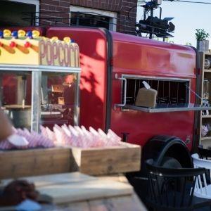 Op zoek naar een foodtruck op jullie bruiloft? Huur een brandweer aanhanger bij Groen Trouwen!
