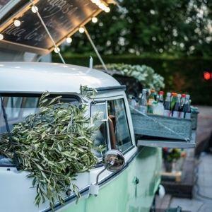 Op zoek naar een foodtruck op jullie bruiloft? Huur een volkswagen busje bij Groen Trouwen!