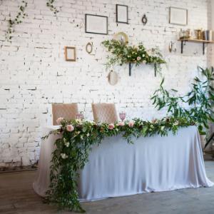 Op zoek naar groenversiering op jullie bruiloft? Groen tafelloper bij Groen Trouwen!