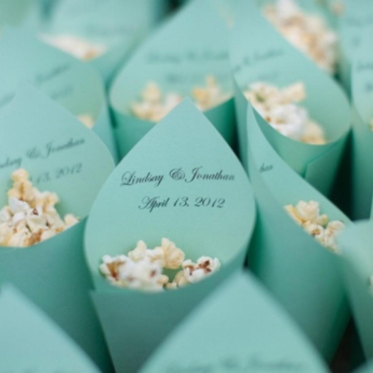 Op zoek naar een huwelijksbedankje voor jullie bruiloft? Zakjes popcorn bij Groen Trouwen!