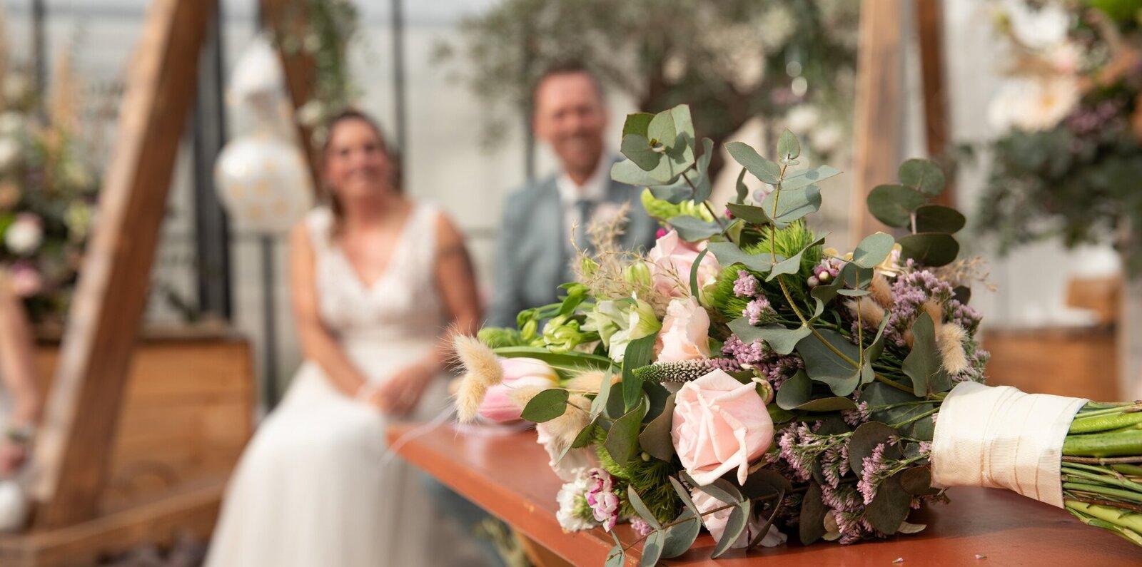 Willen jullie trouwen in een kas? Zo'n botanische bruiloft is enorm populair bij eco bewuste bruidsparen.